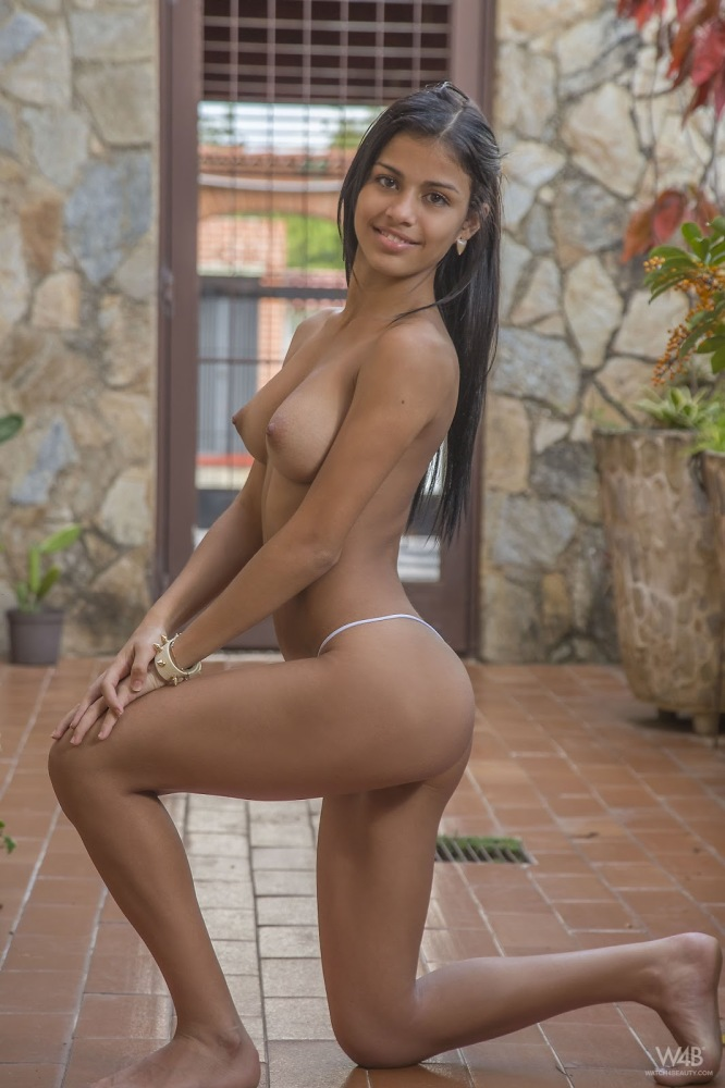 Denisse Gomez Anal